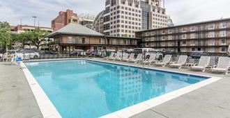 Quality Inn Downtown Historic District - Mobile - Piscina