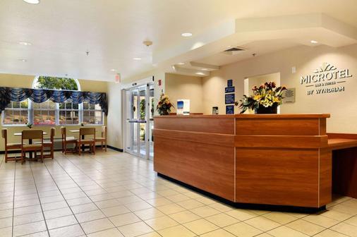 Microtel Inn & Suites by Wyndham Huntsville - Huntsville - Lễ tân