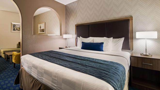 Best Western Plus Tulsa Inn & Suites - Tulsa - Bedroom