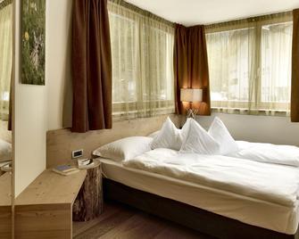 Color Home Suite Apartments - Predazzo - Bedroom
