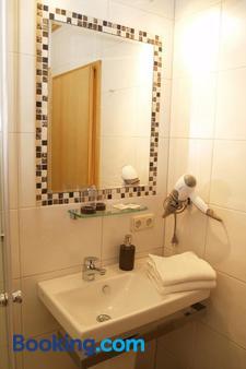 Hotel Restaurant Haus Gertrud - Simmerath - Bathroom