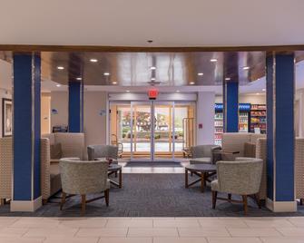 Holiday Inn Express Branford-New Haven - Branford - Лоббі