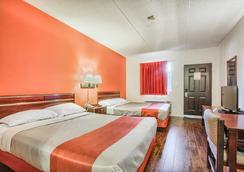 Motel 6 Windsor ON - Windsor - Bedroom
