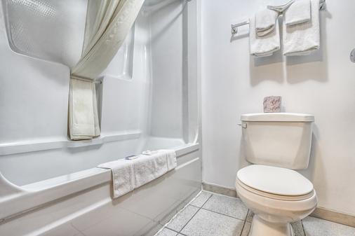 Motel 6 Windsor ON - Windsor - Bathroom