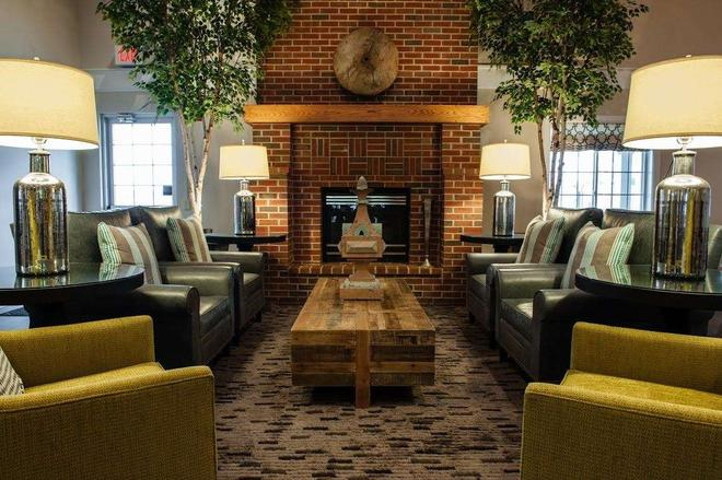 Best Western Plus University Park Inn & Suites - Ames - Lounge