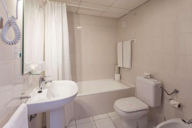 貝斯特韋斯特貝納多教堂酒店 - 法洛 - 法魯 - 浴室