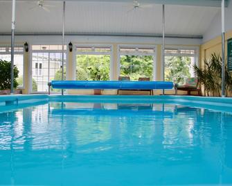 Evangeline Inn & Motel - Grand Pré - Pool