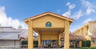 La Quinta Inn & Suites by Wyndham Redding - רדינג
