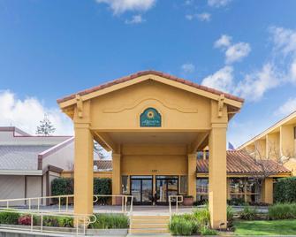 La Quinta Inn & Suites by Wyndham Redding - Реддінг - Building