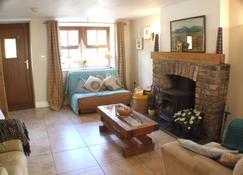 Priest Bridge Cottage - Ньюкасл - Living room