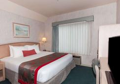 Ramada by Wyndham Bakersfield North - Bakersfield - Phòng ngủ