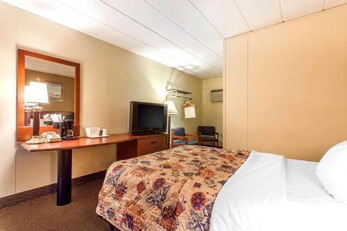 Rodeway Inn North - Sandusky - Phòng ngủ