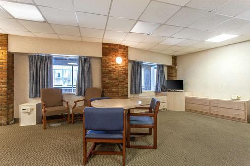 Rodeway Inn North - Sandusky - Phòng ăn