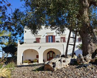 Masseria Peppeturro - Cisternino - Building