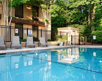 Best Western PLUS Cary Inn - NC State - Cary - Zwembad