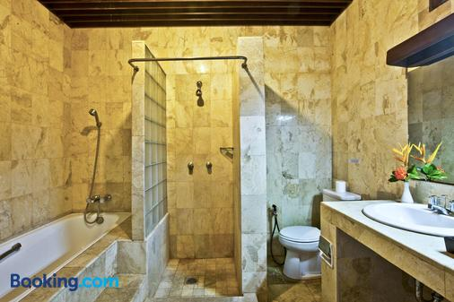 Palm Garden Hotel - Denpasar - Bathroom