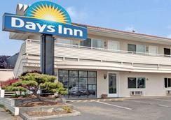 Days Inn by Wyndham Seattle North of Downtown - Seattle - Rakennus