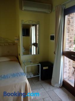 Hotel Corsaro Nero - Arbus - Bedroom