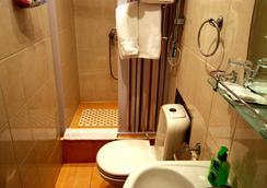 Art-House Rooms - Αγία Πετρούπολη - Μπάνιο
