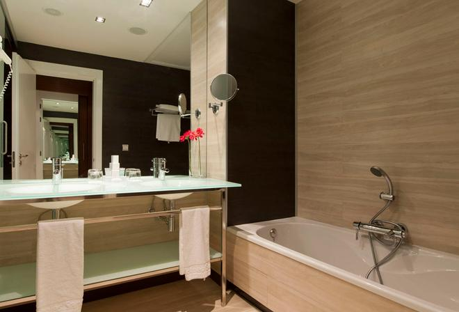 Hotel Diagonal Plaza - Zaragoza - Bathroom