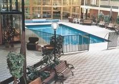 Park Place Lodge - Fernie - Pool