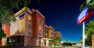 Fairfield Inn & Suites by Marriott Houston Hobby Airport - Houston - Building
