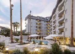 Aqua Hotel Montagut Suites - Santa Susanna - Edificio