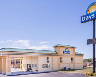 Days Inn by Wyndham Byron - Byron - Building