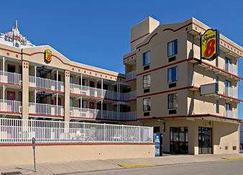 Super 8 by Wyndham Atlantic City - Atlantic City - Building