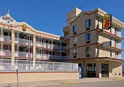 Super 8 by Wyndham Atlantic City - Atlantic City - Κτίριο