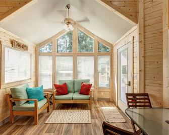 Sheltered Nook Tiny Homes on Tillamook Bay - Garibaldi - Living room