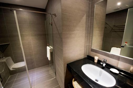Legend Hotel Pier 2 - Cao Hùng - Phòng tắm