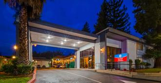 SureStay Plus Hotel by Best Western Sacramento North - Sacramento - Building