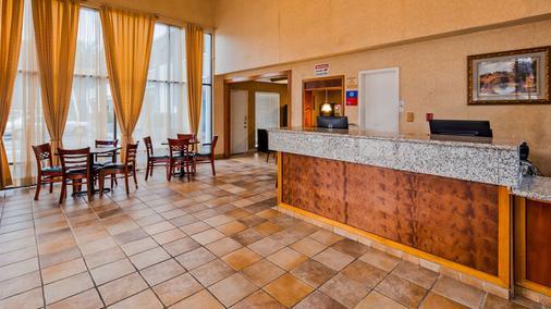 SureStay Plus Hotel by Best Western Sacramento North - Sacramento - Front desk