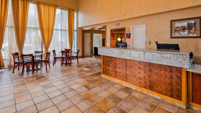 北沙加緬度貝斯特韋斯特普拉斯修爾住宿酒店 - 薩克拉門托 - 櫃檯
