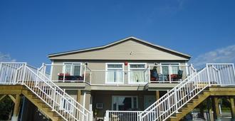 Bayside Inn & Waterfront Suites - Kingston