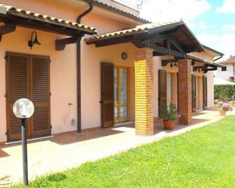 Villa Etruria Guest House - Питильяно - Здание