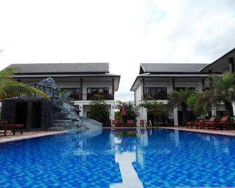 Savanh Sunset View Resort - Vang Vieng - Pool