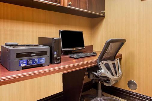 Comfort Inn & Suites - Somerset - Business center