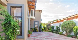 Luxlusive Guest House - Gaborone - Außenansicht
