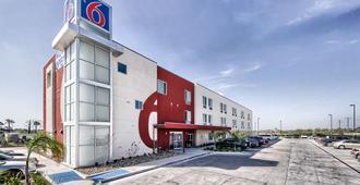 Motel 6 Weslaco Tx - Уэслако - Здание