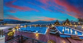 Aria Pension Resort - Yeosu - Piscina