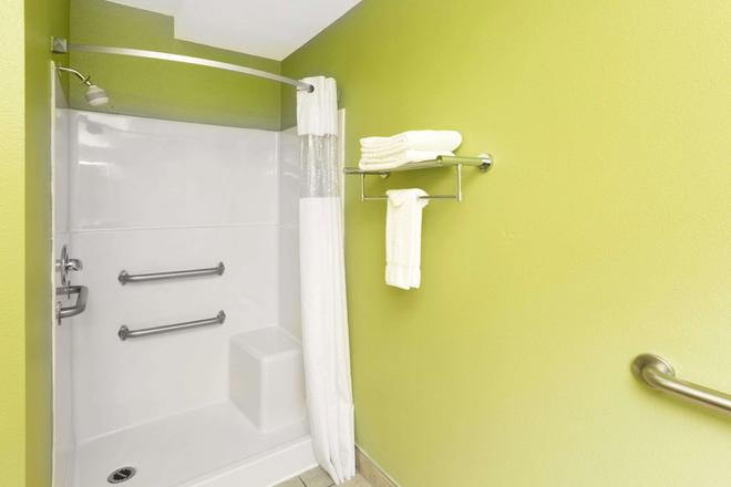 Days Inn by Wyndham Newport OR - Newport - Baño