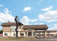 Days Inn by Wyndham Newport OR - Newport - Building