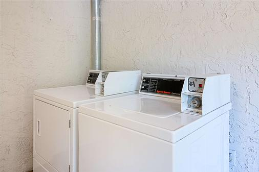 Motel 6 Tampa - Fairgrounds - Tampa - Laundry facility