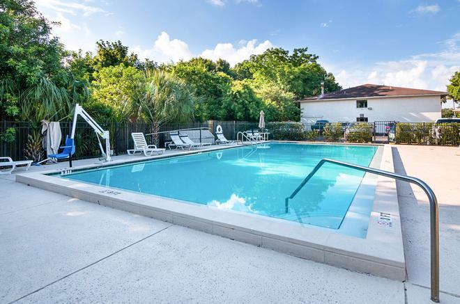 Motel 6 Tampa - Fairgrounds - Tampa - Pool