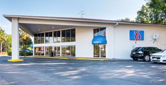 Motel 6 Tampa - Fairgrounds - Tampa - Gebäude