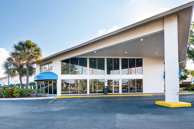 Motel 6 Tampa - Fairgrounds - Tampa - Building