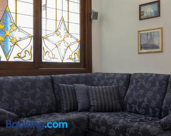 Minori Apartment - Minori - Living room