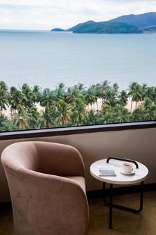 芽莊海灘酒店 - 芽莊 - 芽莊 - 陽台